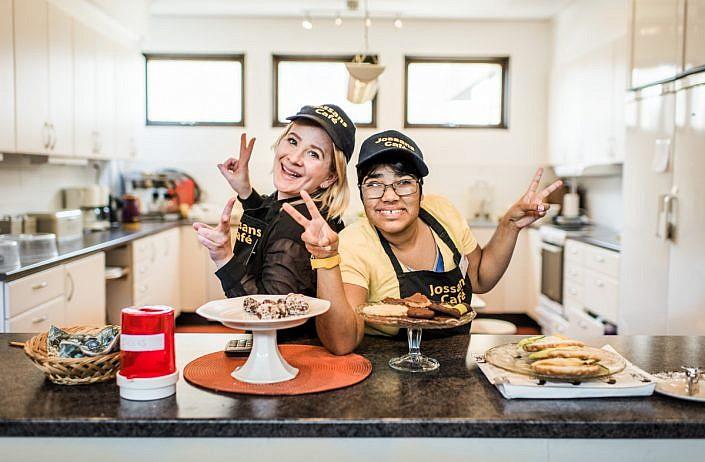 Josefine och Victoria, Kära Assistent, JAG. Foto: LinneaBengtsson.se